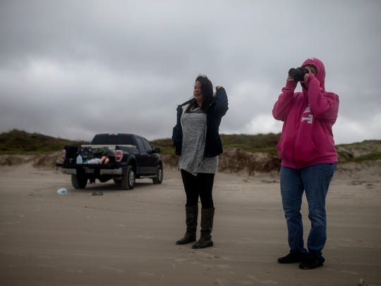 Davina Ramon, left, watches as Dr. Angela Moore takes photographs as part of their review of evidence that was used to convict Laura Day. Her 6-year-old stepson drowned near Bob Hall Pier in 2012.