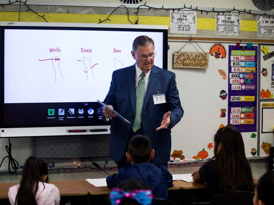 Corpus Christi Mayor Joe McComb reads to students during the annual Drop Everything and Read event Tuesday, Nov. 14, 2017, at Hicks Elementary School. McComb was one of several volunteers who read to students at the school.