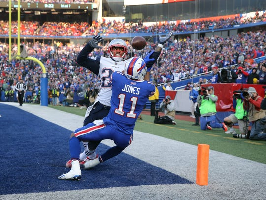 Former Bills Stephon Gilmore breaks up this pass intended