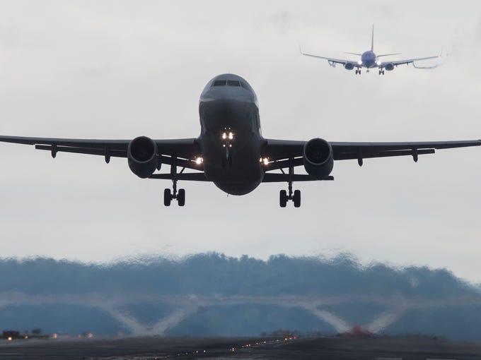 Airplanes take off and land at Ronald Reagan Washington