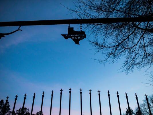 USP NEWS: KAROLYI RANCH A USA TX