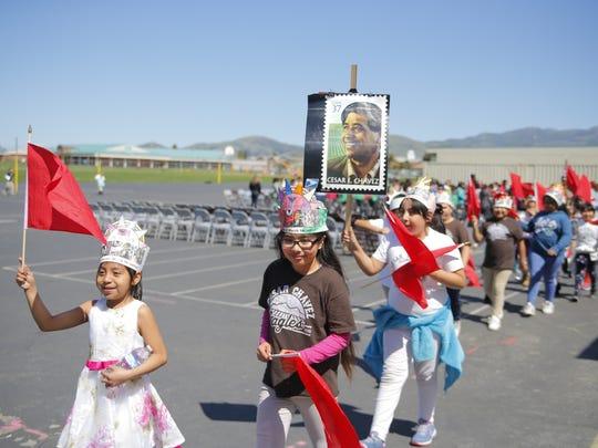 La escuela primaria César E. Chávez de Salinas organizó su marcha por la paz y celebración anual de César Chávez poco antes del aniversario de su nacimiento.