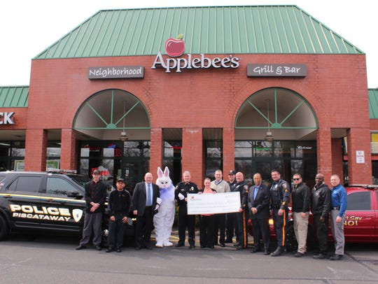 Representatives of Applebee's Neighborhood Grill &