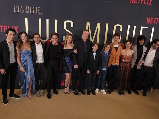 """El elenco de """"Luis Miguel La Serie"""",. presente en la"""