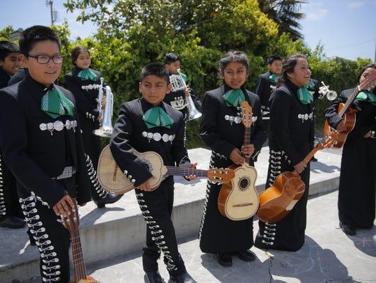 El Mariachi Juvenil Alisal es una academia de mariachis que se encuentra dentro del Distrito Escolar Alisal Union, y que comenzó sus actividades en noviembre pasado.