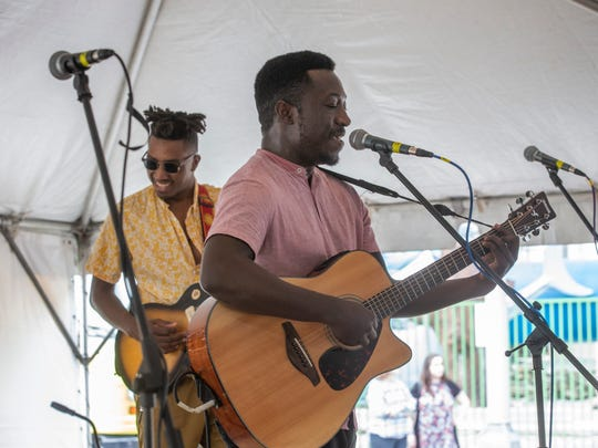 Quinton Smith performs on the Coor's Light Stage  during