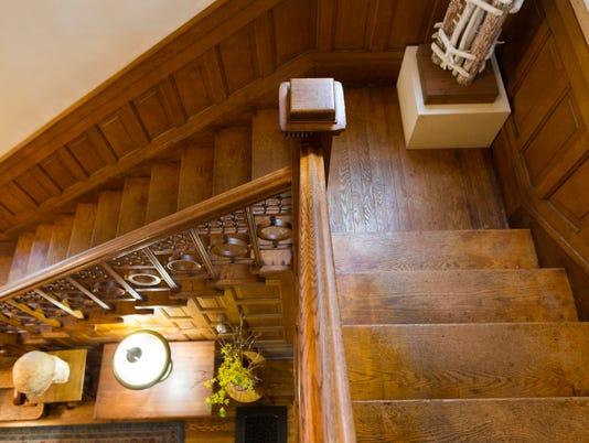 athome03-Sahagian-Allsopp-staircase