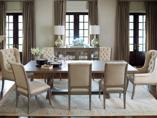 Complementary color schemes can instantly make your dining space more elegant.