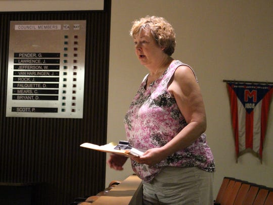 Sherrel Shoffstall speaks before Mansfield City Council