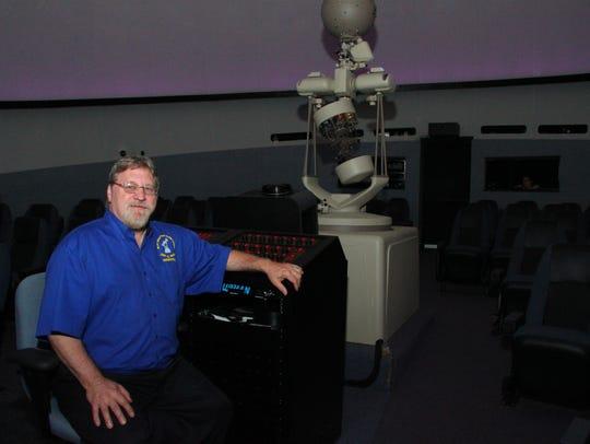 Jon Underwood Bell, Hallstrom Planetarium director
