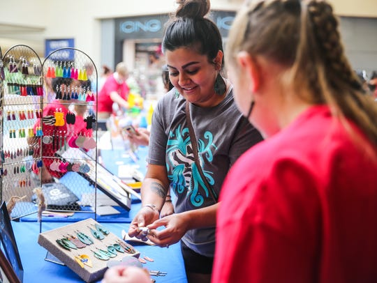 Amanda Espinoza buys earrings from Sierra Killam, 11,