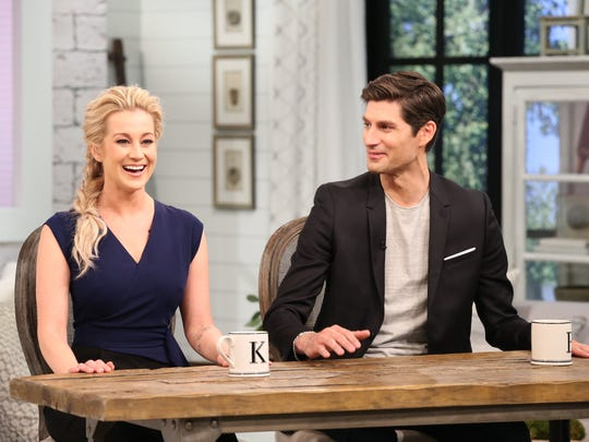 Kellie Pickler and Ben Aaron host the new syndicated