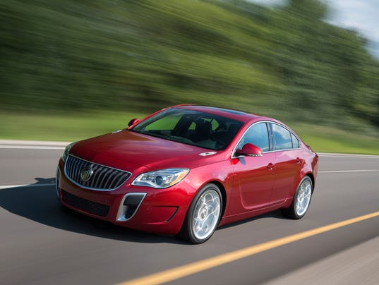 2015-Buick-RegalGS-021(1)