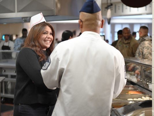 636465364255819928-Rachael-Ray-on-cooking-line-with-Sgt.-Santella.-at-Joitn-base-in-Burlington-County-Nov-2017.jpg