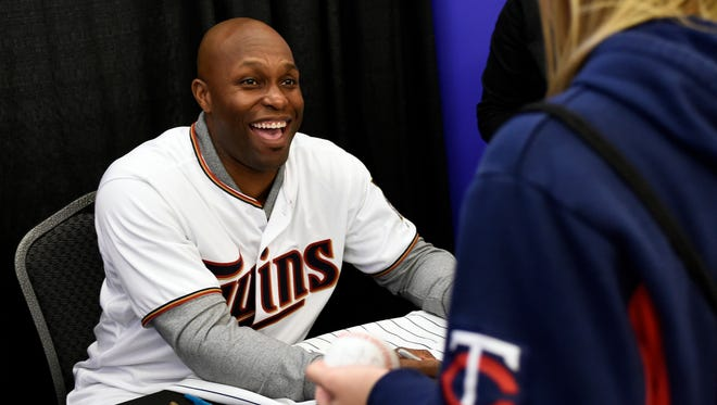 Minnesota Twins outfielder Torii Hunter signs an autograph during the team's TwinsFest on Jan. 23, 2015, in Minneapolis.