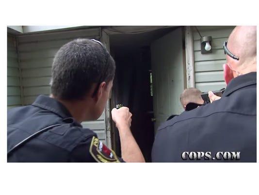 635513897513540009-cops