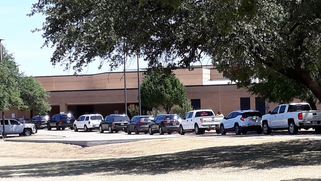 Glen Rose Elementary School had the usual mass crush of parents coming to pick up their young children Wednesday afternoon at the close of the first day of school.