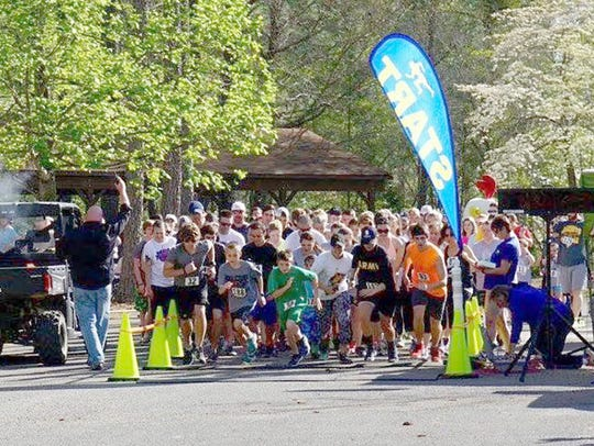 The start of the 2016 DB5K race in Bowie Nature Park.