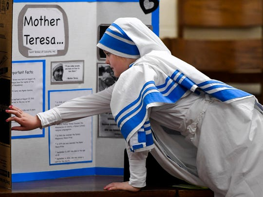 Cairo Elementary student Lauren Shelton, portraying Mother Teresa, arranges her poster board before the start of the school's first wax figure museum featuring students dressed in costume representing historical figures Tuesday, March 28, 2017.