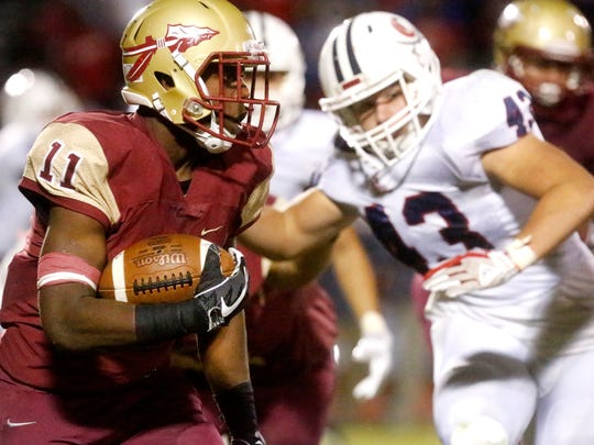 Riverdale's Savion Davis (11) runs the ball against Cookeville during the game, on Friday, Sept. 29, 2017, at Riverdale.