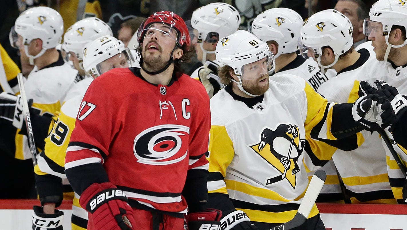 636550240031595621-ap-penguins-hurricanes-hockey