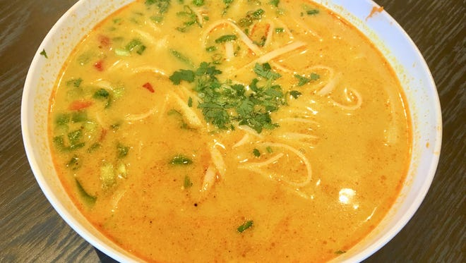 Coconut curry chicken soup is made with rice noodles, spicy sesame sprouts, peppers, onions, chicken and coconut curry broth, and has 530 calories.