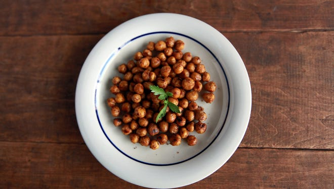 9 ounces of dried chickpeas is equivalent to 1 1/2 cups.