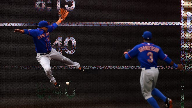 The Mets' Juan Lagares cannot make a catch in the first inning against the Washington Nationals on Wednesday.