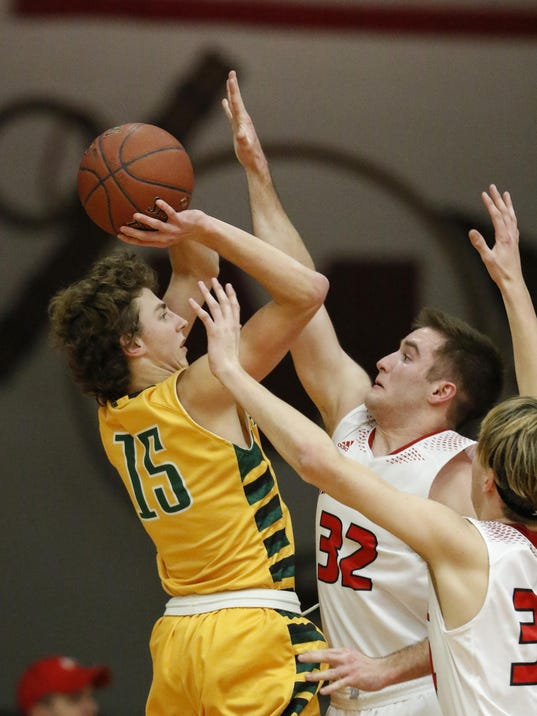 MAN Ashwaubenon Lincoln BB_012717_JC0411_JUMP