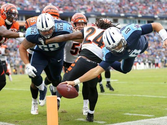 Tennessee Titans quarterback Marcus Mariota (8) dives