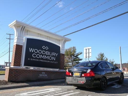 Traffic Woodbury Commons