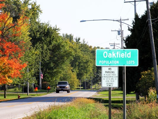 Oakfield population sign