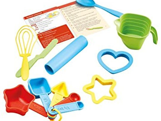 This baking set is not only fun, but also environmentally-friendly, being made with 100% milk jugs.