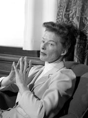Katharine Hepburn talks with a reporter in Milwaukee on February 1951.
