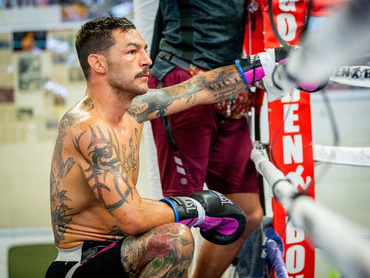 Cub Swanson takes a break during training for his fight