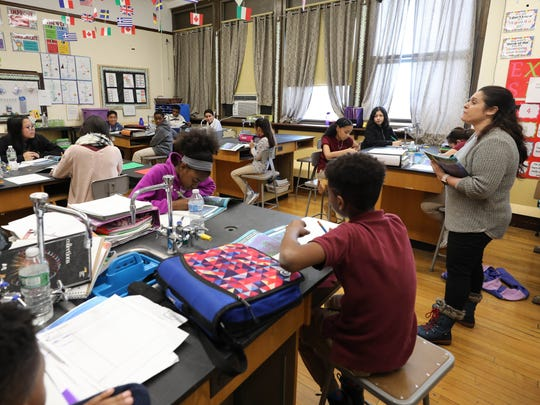 Margaret Prendeville leads her 6th grade science class at the Columbus Elementary School on North High Street in Mount Vernon, Jan. 30, 2018.