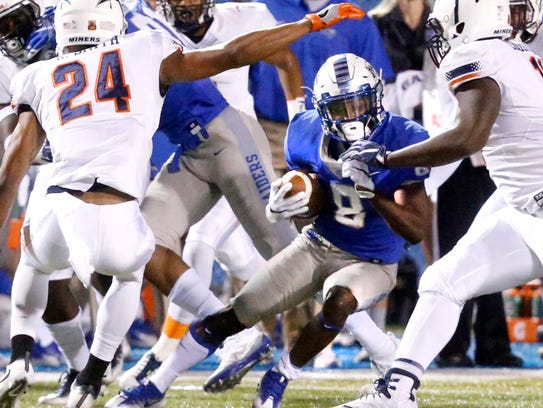 MTSU's Ty Lee (8) runs the ball during the game against