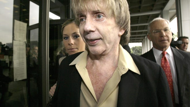 """Music producer Phil Spector and his attorney, Roger Rosen, right, leave Los Angeles Superior Court for a break during the start of jury selection in Spectors' murder trial in March 2007. Spector, the eccentric and revolutionary music producer who transformed rock music with his """"Wall of Sound"""" method and who was later convicted of murder, died Saturday at age 81."""