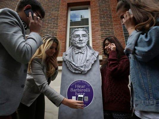 Britain Talking Statues (4)