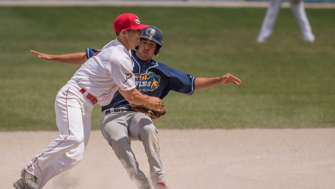 Battle Creek Bombers second baseman Josh Smith tags the Kalamazoo Growlers' runner out on Friday.