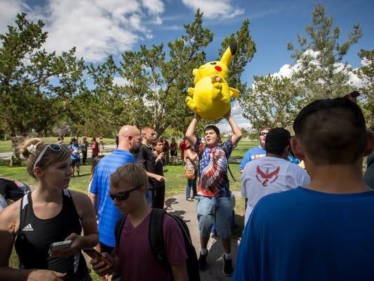 072716 Pokémon Go at Young Park 1
