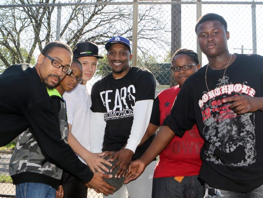 636283820004190519-Donnell-Fears---Donnell-Fears---promoting-b-ball-tourney.JPG