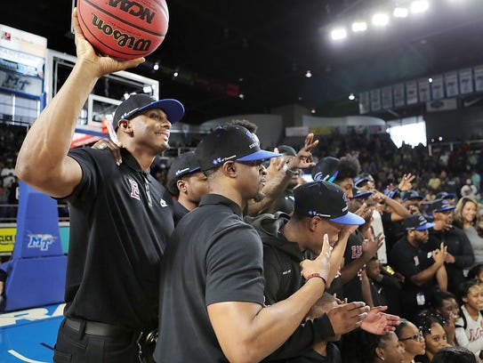 Memphis East coach Anfernee Hardaway joins his players