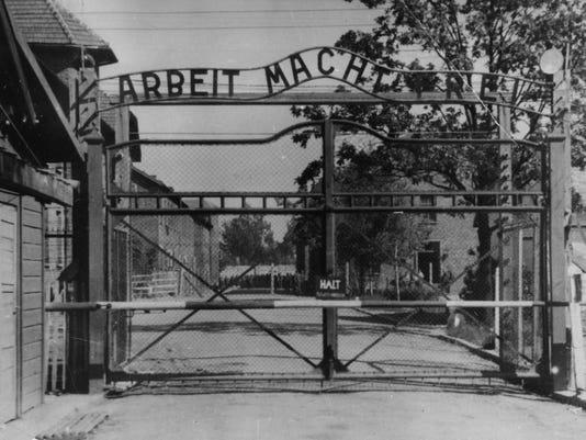636288990294486387-Auschwitz.JPG