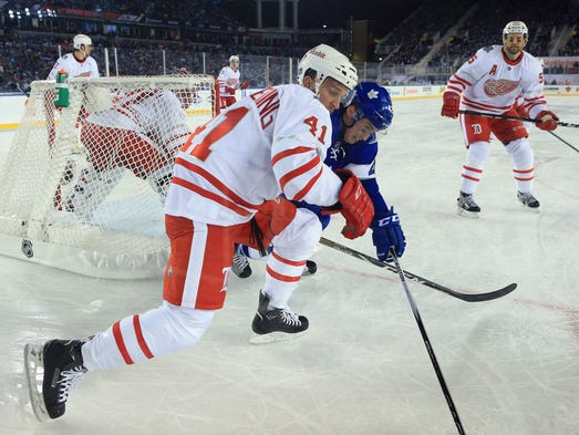 The Maple Leafs' Tyler Bozak and Red Wings forward
