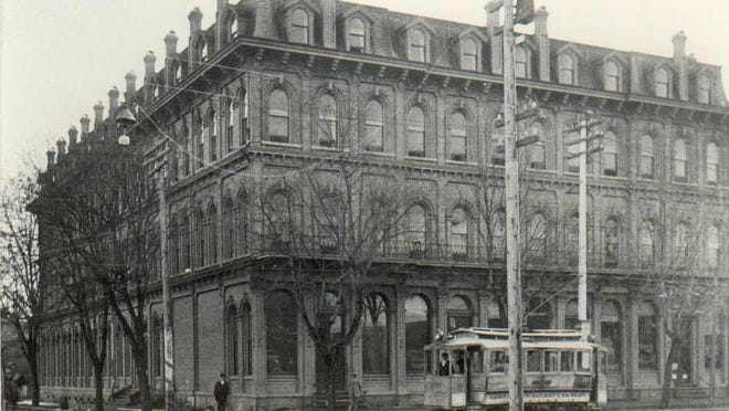 Hotel Willamette on the corner of Ferry and Commercial streets, 1905.