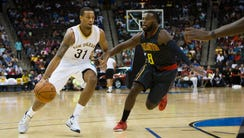 Atlanta Hawks guard Shelvin Mack (8) defends New Orleans