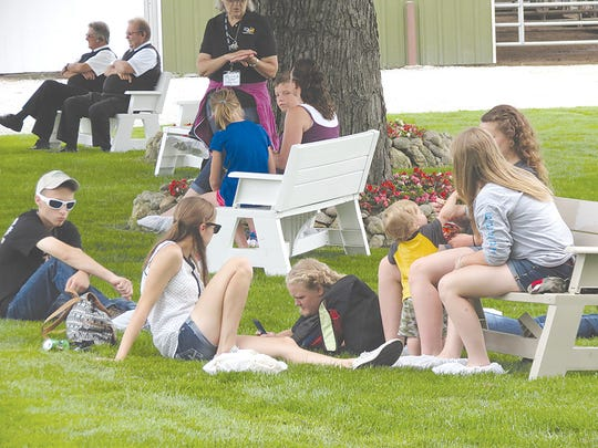 Convention attendees enjoyed a leisure lunch and relaxed on the lawns at Golden Oaks Farm in Wauconda, Illinois.