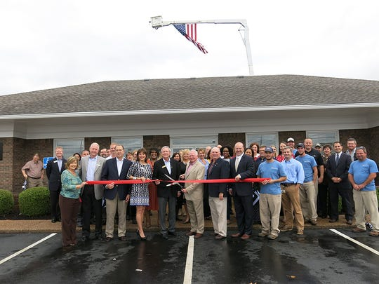 Representatives from the City of Smyrna, the Chamber of Commerce and other businesses in the area joined Middle Tennessee Electric board members and employees to cut the ribbon on the new MTEMC Smyrna Office location at 505 Nolan Drive.