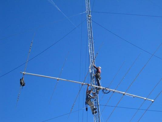 635877696315491735-Installing-a-new-antenna.jpg